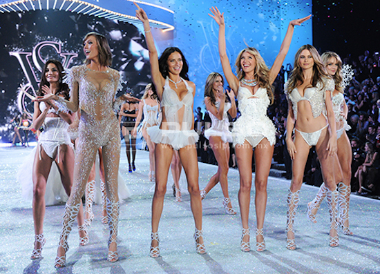 LOS ÁNGELES DE VICTORIA SECRET EN EL FASHION SHOW 2014