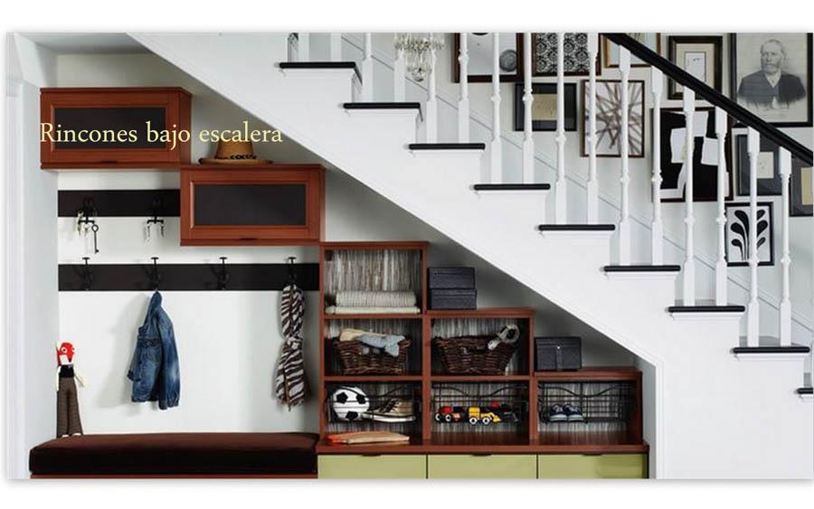 C mo aprovechar los rincones bajo escalera contrapiel for Biblioteca debajo de la escalera