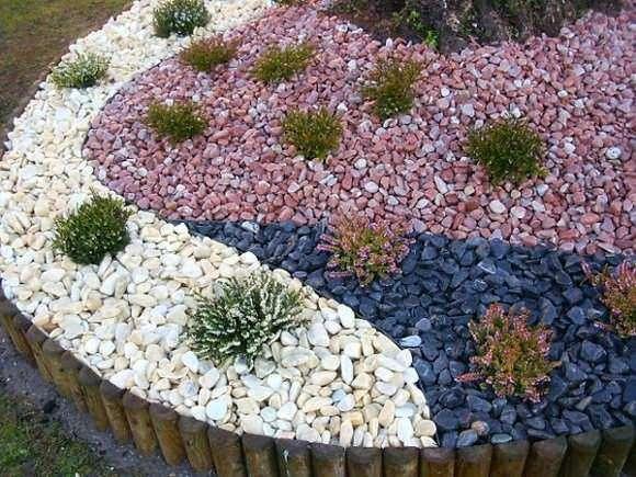 decoracion-de-jardin-con-piedras-de-diferentes-tonalidades