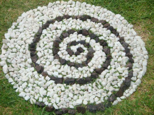 Ideas para decorar jardines con piedras contrapiel for Piedras decorativas jardin